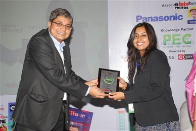 From left – Dr. Ravi Gupta, Editor-in-Chief, eGov Magazine and CEO, Elets Technomedia Pvt. Ltd. presents the Green Cities award to Richa Thakker of SGL Group.