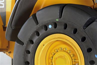 The Brawler HPS Soft Ride, a new solid tire designed and developed specifically for the waste management and recycling industries. <br>(Photo Trelleborg Wheel Systems, TWSPR011)