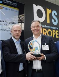 """Uwe Obermann, Director R&D and Innovation Consumer Goods Packaging, and Carl Stonley, Technical Account Manager at Mondi Consumer Goods Packaging, accept the Plastics Recycling Europe Show award for """"Best Technology Innovation in Plastics Recycling."""" (Photo: Mondi, PR089)"""