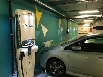 With a footprint of only 0.25 square meters, the Veefil-RT 50kW DC fast charger in Budapest's KÖKI underground parking terminal fits neatly between two parking bays and is capable of delivering up to 125 km of range in just 30 minutes. 