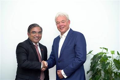 Archroma India Private Limited and BASF India Limited (BIL) have signed an agreement for the acquisition by Archroma of BASF's stilbene-based OBA (optical brightening agents) business for paper and powder detergent applications. In the picture: Narayan Krishnamohan, MD, BIL and Head, South Asia (Left) and Alexander Wessels, CEO, Archroma group. (Photo: Archroma)
