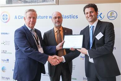 ELIX Polymers wins the Best polymer producer award. From left to right: Ron Marsh, Chairman of the Polymers for Europe Alliance, Carlos Müller, Business Director, David Castañeda, CEO of ELIX Polymers. 