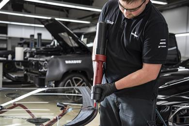 BRABUS uses Teroson PU 8630 HMLC a two-component polyurethane adhesive with very good sag resistance, high elastic, shear strength and a long open time of 30 minutes especially in the reassembly of large and heavy structural windscreens. (Photo: Henkel, PR075)