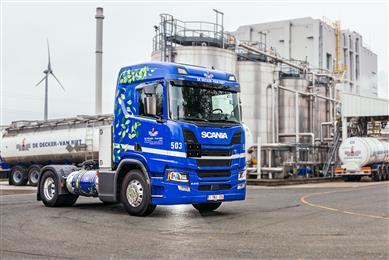 Kaneka Belgium and De Decker-Van Riet deploy LNG trucks with lower CO<sub>2</sub> emissions for long-distance transport.
